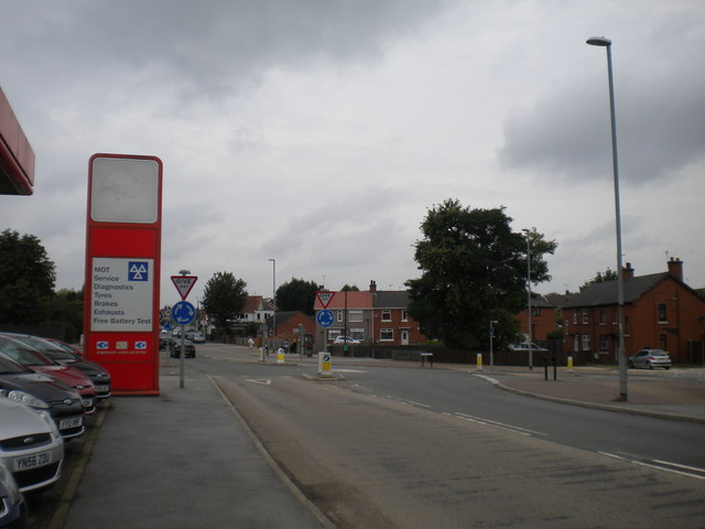 Mini roundabout on Tuxford Road, New Ollerton