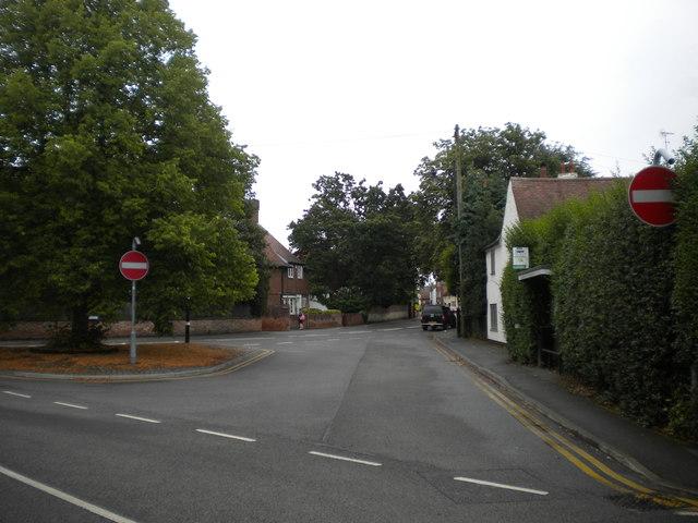 Bus turning circle, Farnsfield (1)