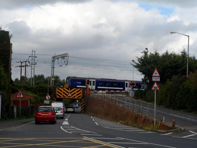 Bridge and level crossing near Manningtree Station