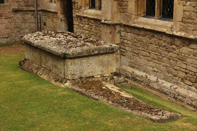 Churchyard tombs