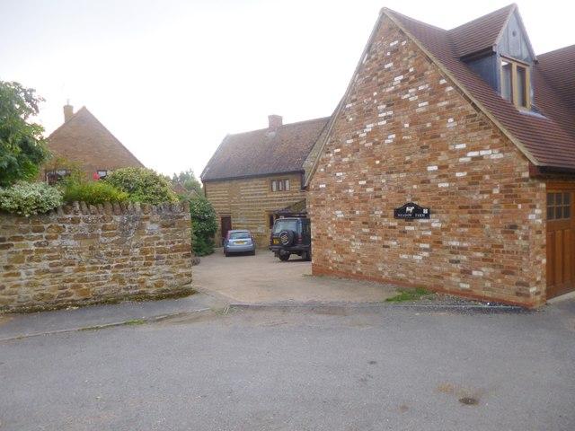 Flore, Meadow Farmhouse