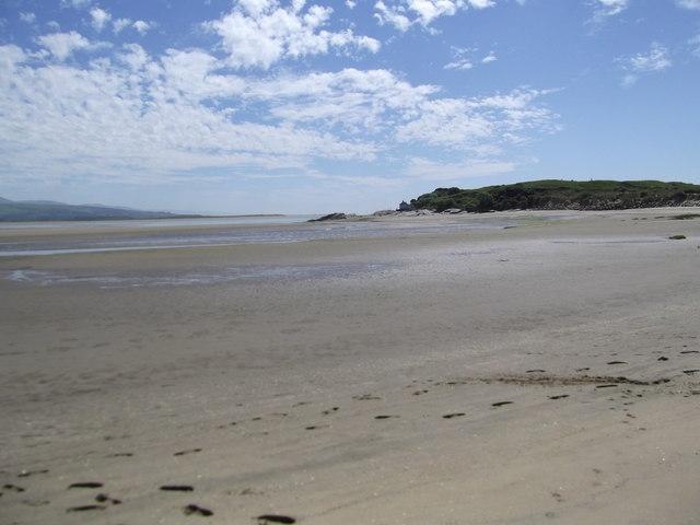 Beach between Morfa Bychan and Borth-y-Gest