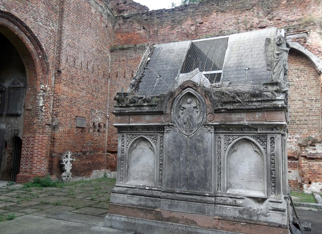 Inside St John's ruins, Uxbridge Road, Stanmore