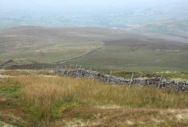 Wall on north ridge of Little Fell