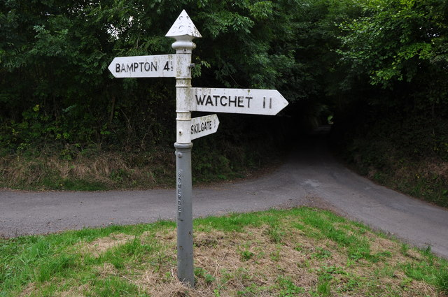 West Somerset : Country Lane & Signpost