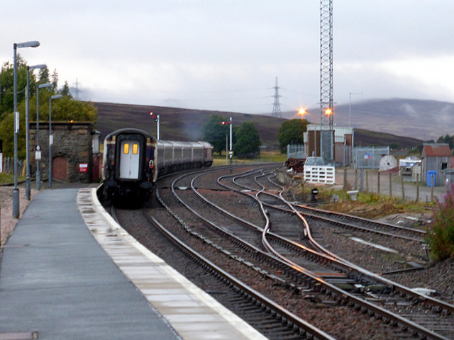 The Caledonian Sleeper departs fron Dalwhinnie
