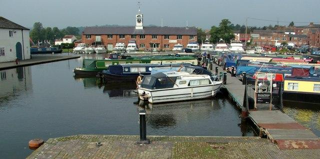 Stourport-on-Severn basin long-term moorings