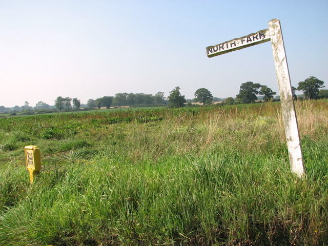 Sign post to North Farm