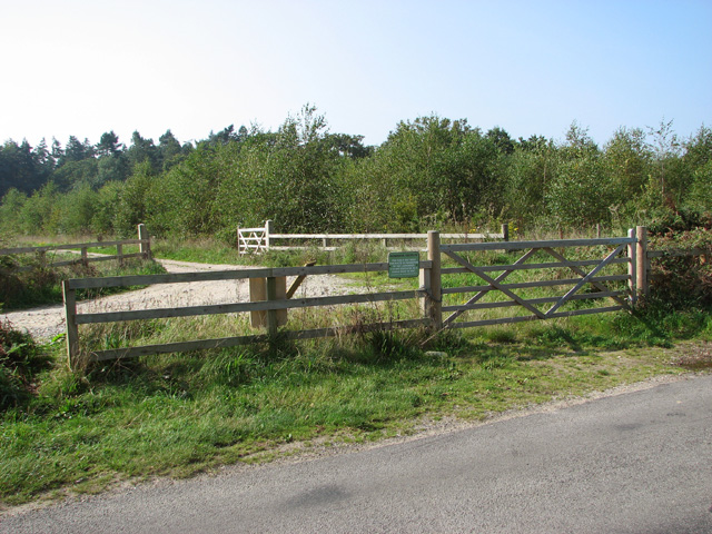 Permissive path by Leys Farm
