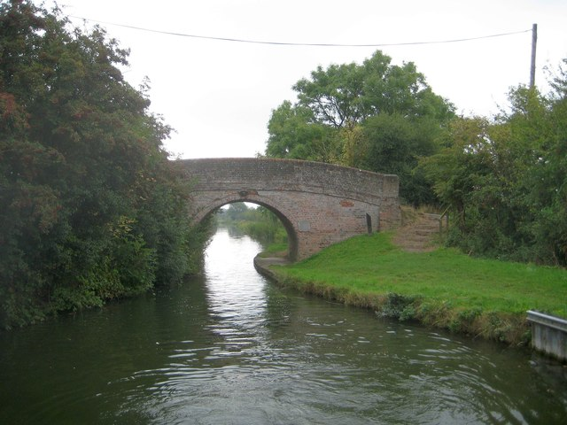 Grand Union Canal: Aylesbury Arm: Bridge No 8