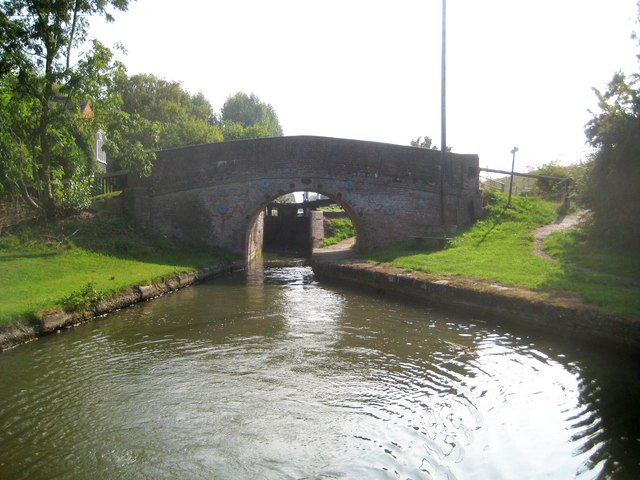Grand Union Canal: Aylesbury Arm: Bridge No 9