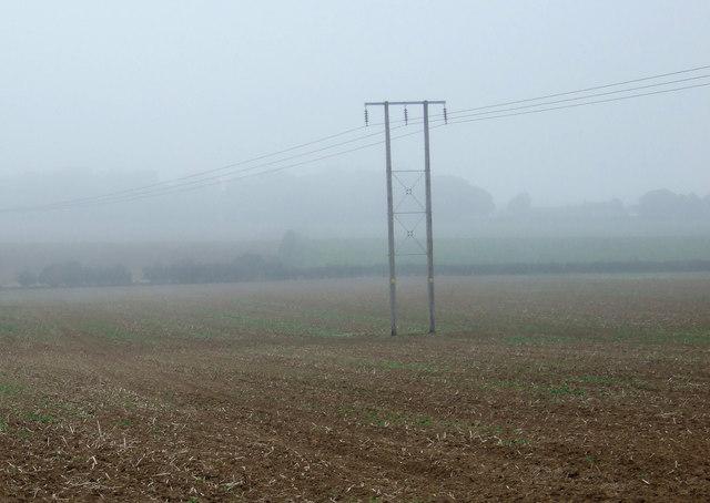 Farmland and power cables, Thornholme Field