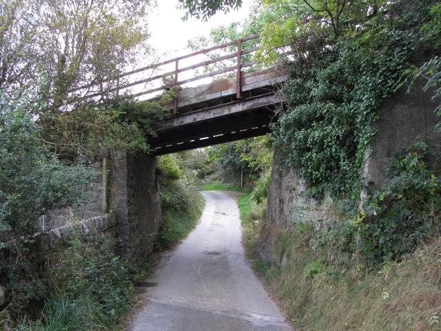 Road beneath Yr Eifl Quarry incline