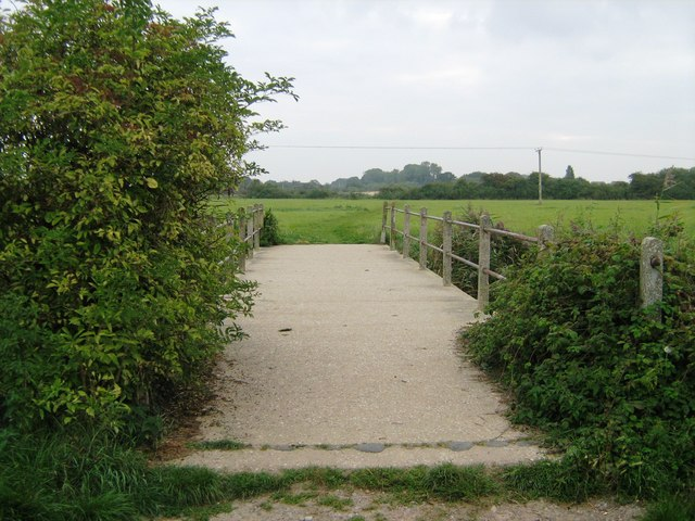 Footbridge over Aldingbourne Rife
