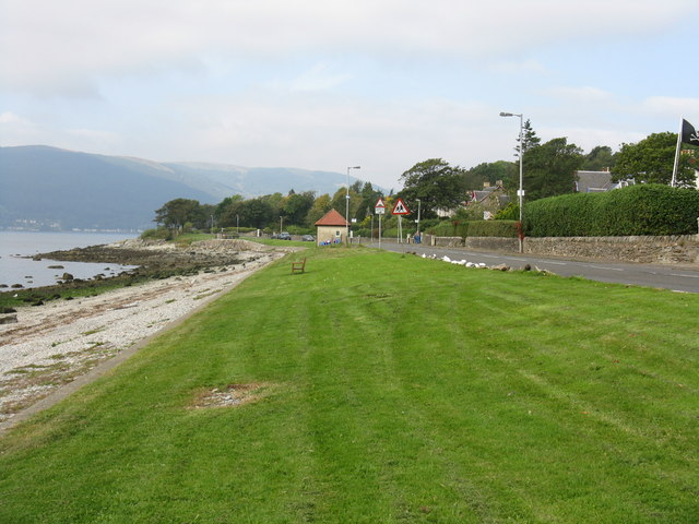 Grassy space by Shore Road