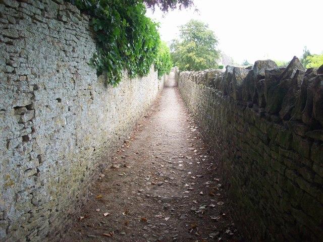 Path leading into Swinbrook