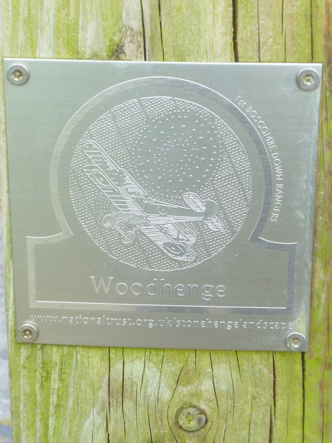 Woodhenge plaque on gatepost