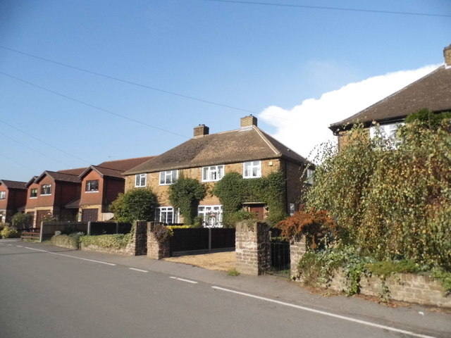 Houses on Hill End Road, Harefield