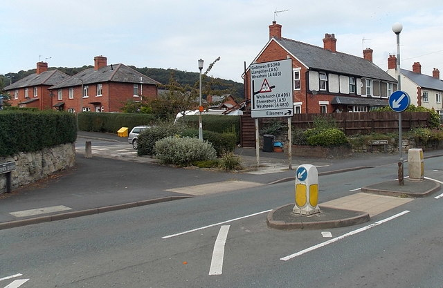 Junction ahead, Gobowen Road, Oswestry