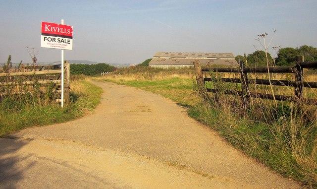 Covered yard, Kilminorth Barton Farm