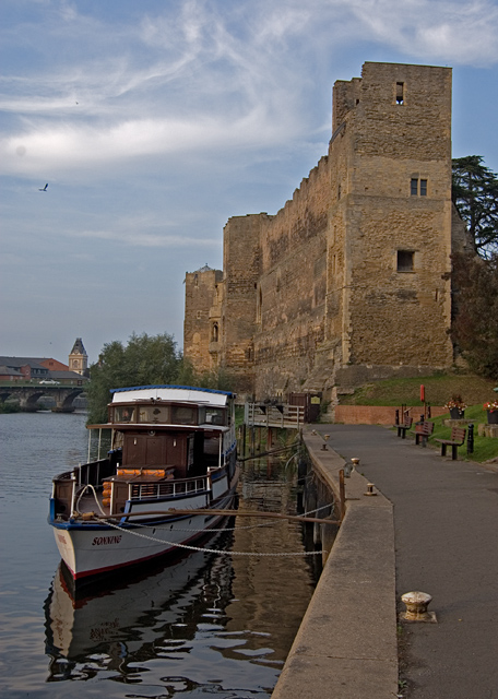 Newark Castle and riverside path