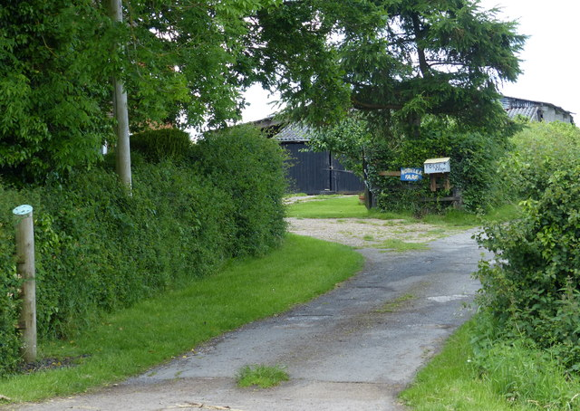 Entrance to Homelea Farm and Fosse Farm
