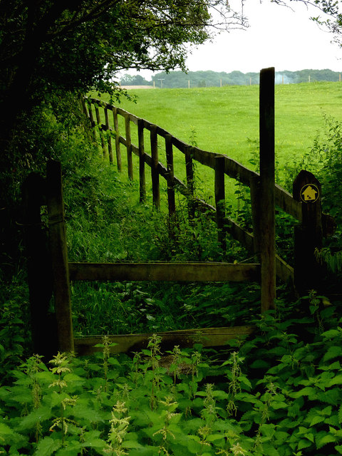 Public footpath north-east of Wilmcote, Warwickshire