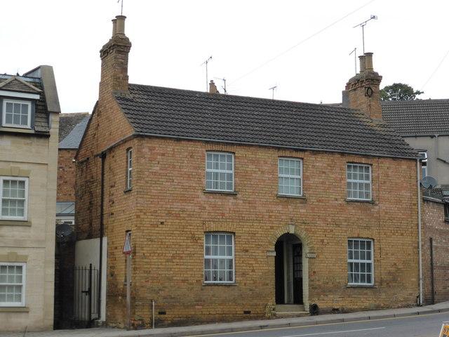Brick House in Wharfe Road