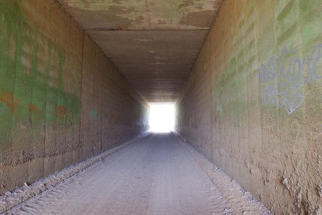 Tunnel under M20