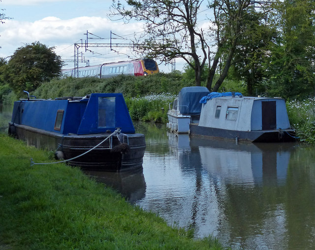 Narrowboats moored on the Oxford Canal