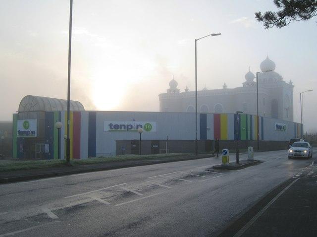 Foggy morning, south Leamington – longtime neighbours, Tachbrook Park Drive