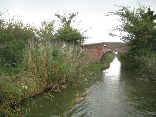 Grand Union Canal: Aylesbury Arm: Bridge No 10