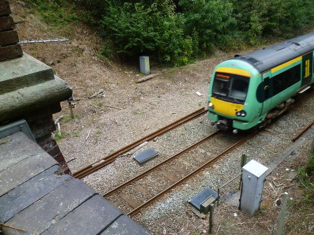 A train enters Markbeech Tunnel
