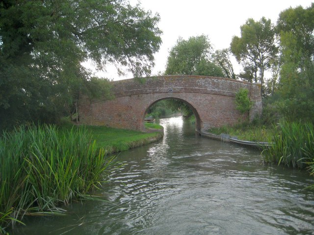 Grand Union Canal: Aylesbury Arm: Bridge No 11