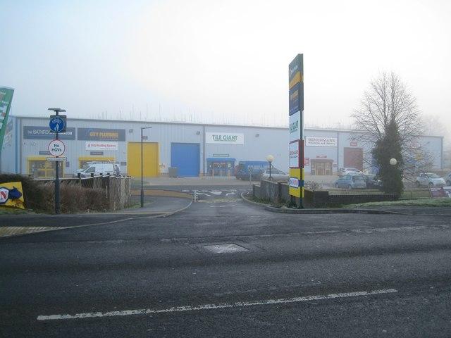 Foggy morning, south Leamington – small retail sheds, Tachbrook Park Drive