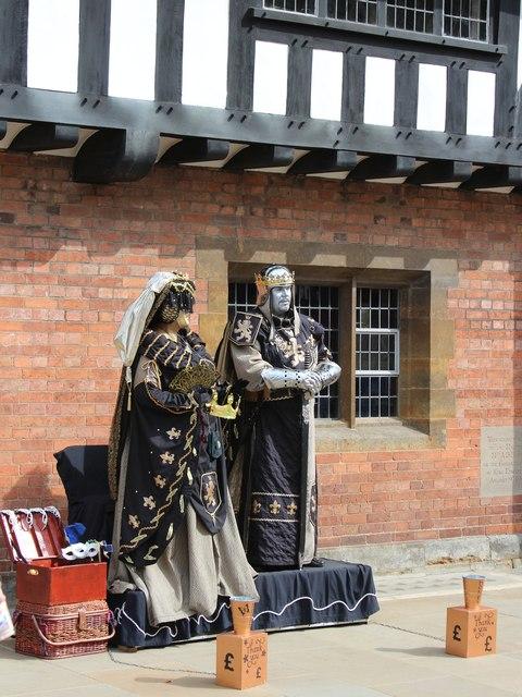 Human statues, Henley Street