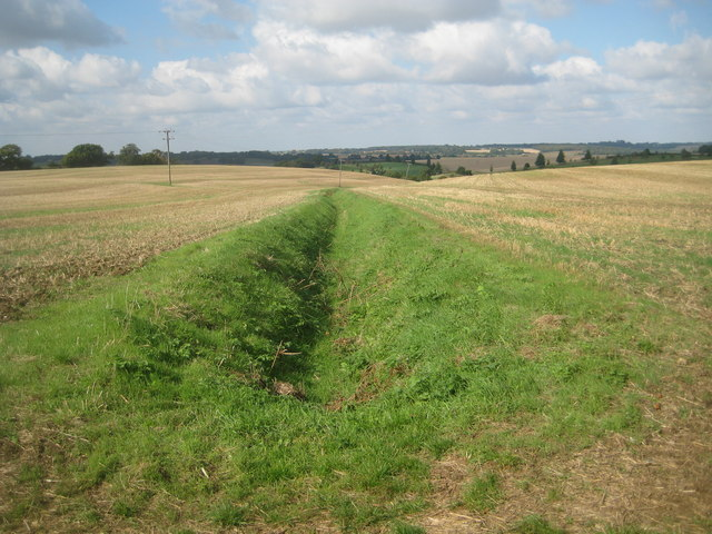 Sacombe: Watershed drainage ditch near Rowney Priory