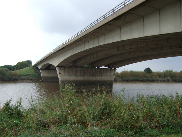 M180 bridge over the River Trent