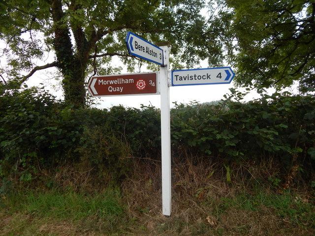 Sign at junction near Sheepridge Farm