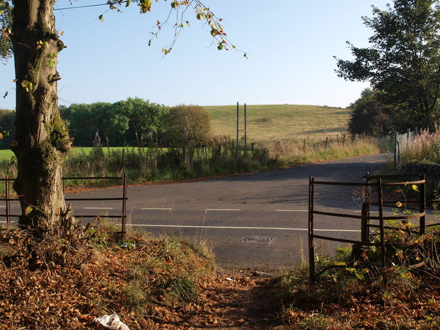 Gap in the fence beside Cathkin Braes woodland