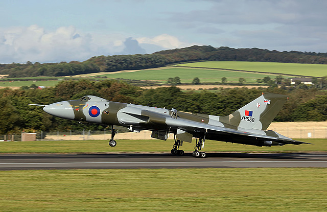 Avro Vulcan XH558 landing at Glasgow Prestwick Airport