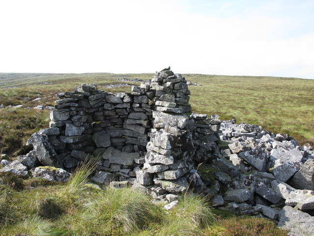 Cairn / shelter on the Tindale Fells
