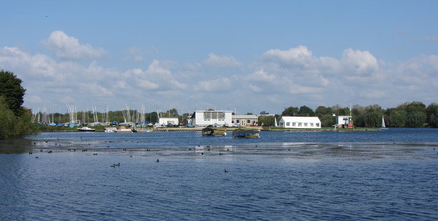 Sailing Club in the Cotswold Water Parks