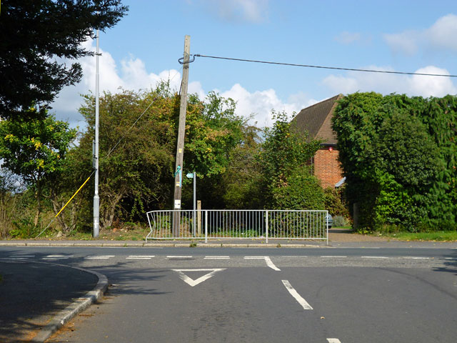 Start of footpath to Church Road, Iver Heath
