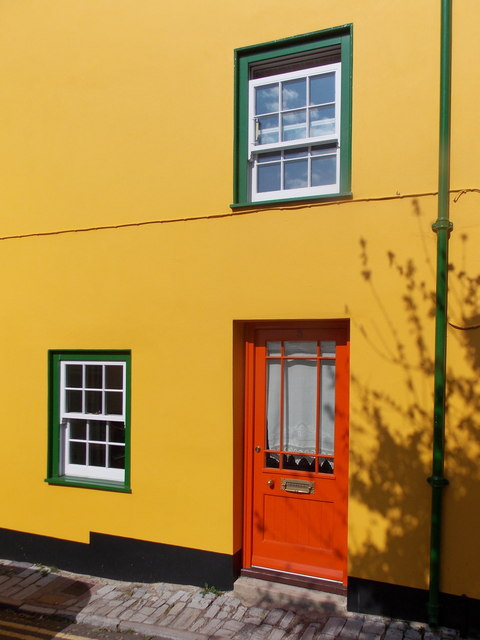 Lyme Regis: detail of the yellow house