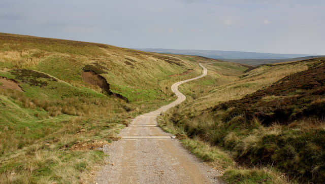 Track descending to Green Grooves Gill