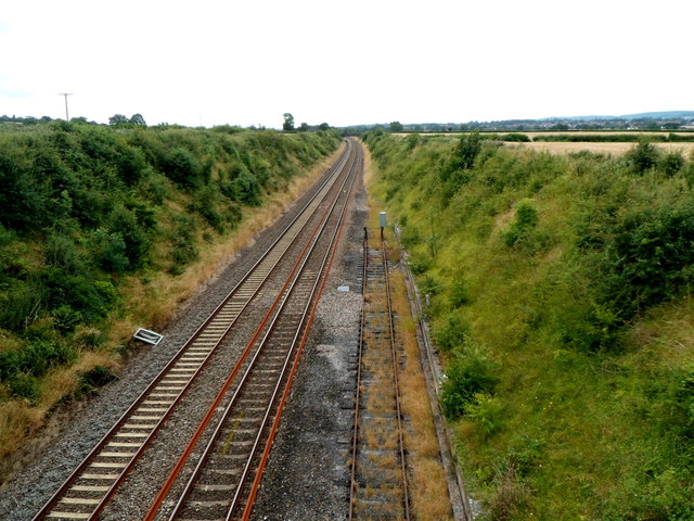 Two tracks and a siding in a railway cutting, Flax Bourton
