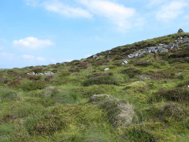 Rock outcrop southeast of Brown Fell