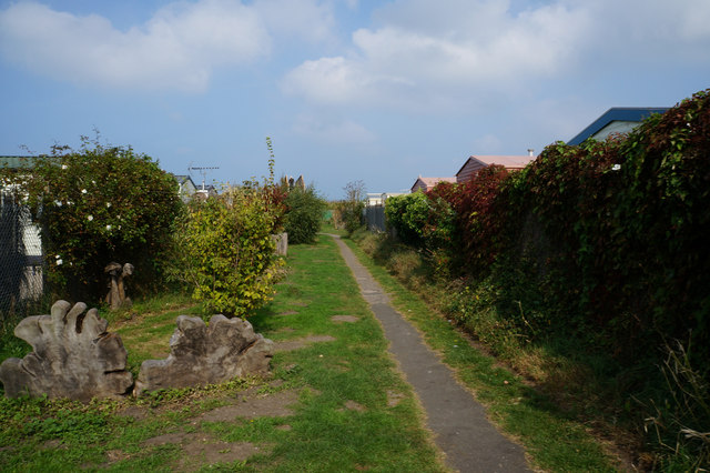 Path leading to the beach at Pensarn