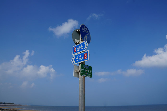National Cycle Route 5 Finger Post